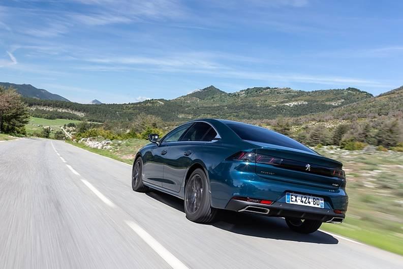 Peugeot 508 1.5 Blue HDI - auch das Heck kann sich mit dem dunklen Lampenmaske sehen lassen
