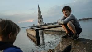 Russland: Der Turm ist das einzige Überbleibsel des versunkenen Dorfes Mologa.