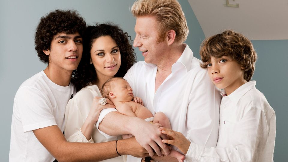 Patchwork-Familienglück, in Szene gesetzt: Lilly und Boris Becker 2010 kurz nach der Geburt ihres gemeinsamen Sohnes Amadeus, daneben Boris' Söhne Noah (links) und Elias aus der Ehe mit Barbara Becker