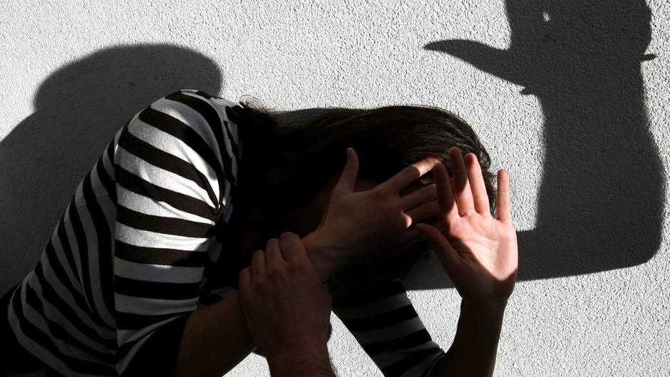 Längst gehört eszum Alltag vieler Mädchen, dass Mitschüler, Freunde, Fremde sie zu sexuellen Handlungen verleiten