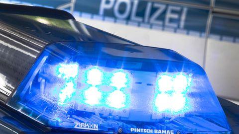 Lynchjustiz in Bremen: Das Blaulicht eines Polizeiautos