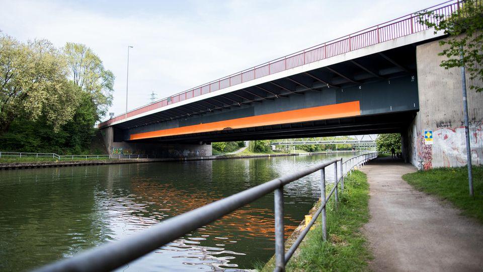 Nachrichten Deutschland Oberhausen Kanalbrücke