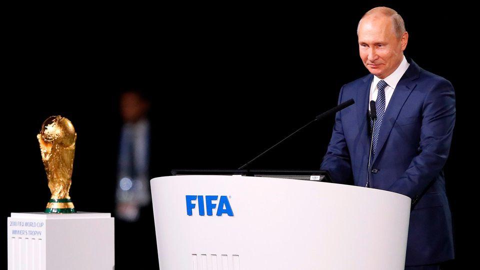 Wladimir Putin spricht beim 68. Fifa-Kongress in Moskau