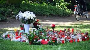 In Viersen sind Kerzen und Blumen niedergelegt worden