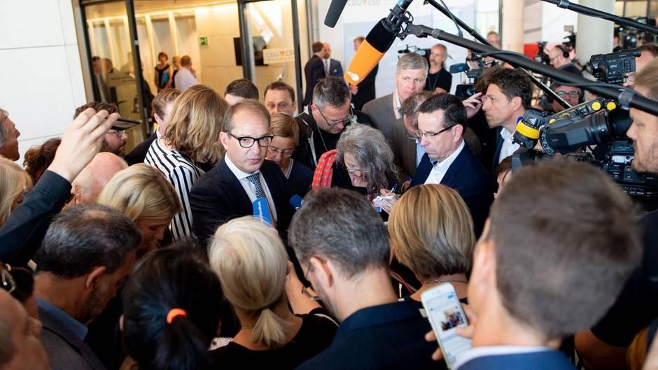 Alexander Dobrindt vor Journalisten: Steigt die CSU aus der Unions-Fraktion mit der CDU aus?