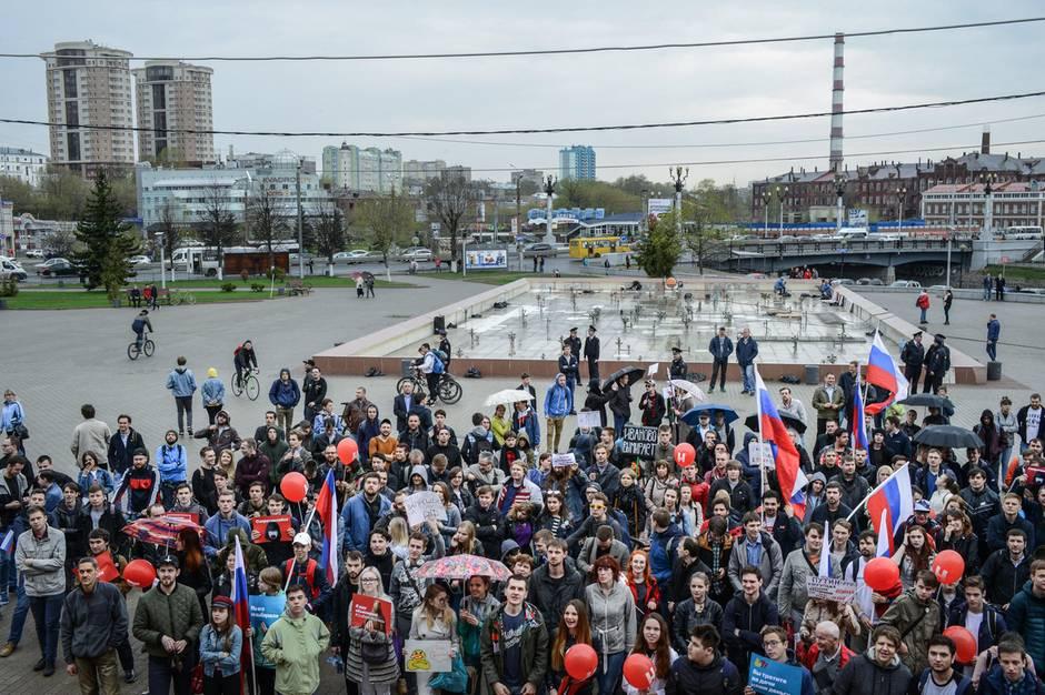 Proteste in Iwanowo. Nachdem der Oppositionspolitiker Alexej Nawalny u.a. Details über das Anwesen von Dmitrij Medwedew veröffentlicht hatte, gingen seine Anhänger auf die Straße.