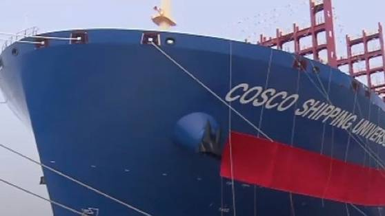 400 Meter lang: Ganz schön groß: Riesiges Containerschiff in China zu Wasser gelassen
