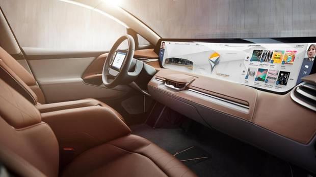 Bei einem vollautonomen Fahrzeug kann das Display nicht groß genug sein.