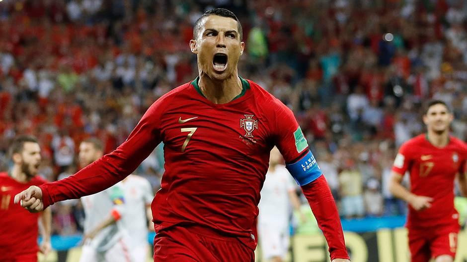 Mit vor Freude verzerrtem Gesicht dreht Cristiano Ronaldo nach einem Tor gegen Spanien über den Rasen ab