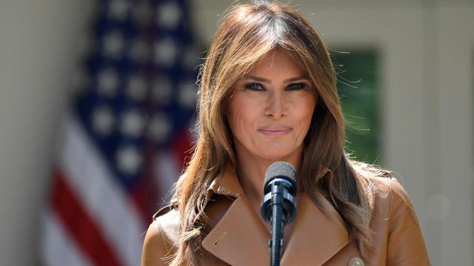 First Lady Melania Trump vor dem Weißen Haus