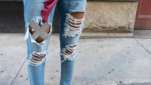 Zerrissene Jeans und Gaffa-Tape