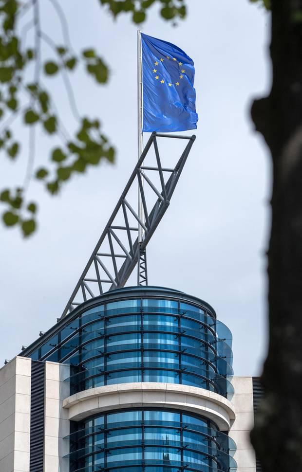 Die EU-Flagge auf dem Dach der SPD-Parteizentrale