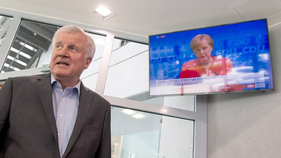 #Unionslieder: Das Netz parodiert den Asylstreit der CDU und CSU mit Liedzeilen