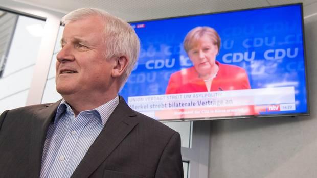 Horst Seehofer und Angela Merkel - nicht mal ein Burgfrieden