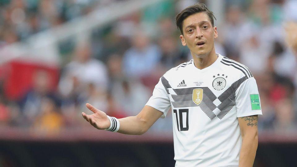Mesut Özil - Baler und Matthäus dreschen auf den Weltmeister ein