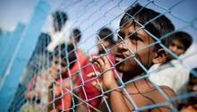 Wie diese Kinder leben tausende Vertriebene aus Myanmar nun in Flüchtlingslagern in Bangladesch