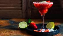 Platz 5: Daiquiri  Eigentlich wird er aus weißem Rum, Zitronensaft und Zuckersirup gemacht. schmeckt aber auch köstlich mit Frucht wie Erdbeere.