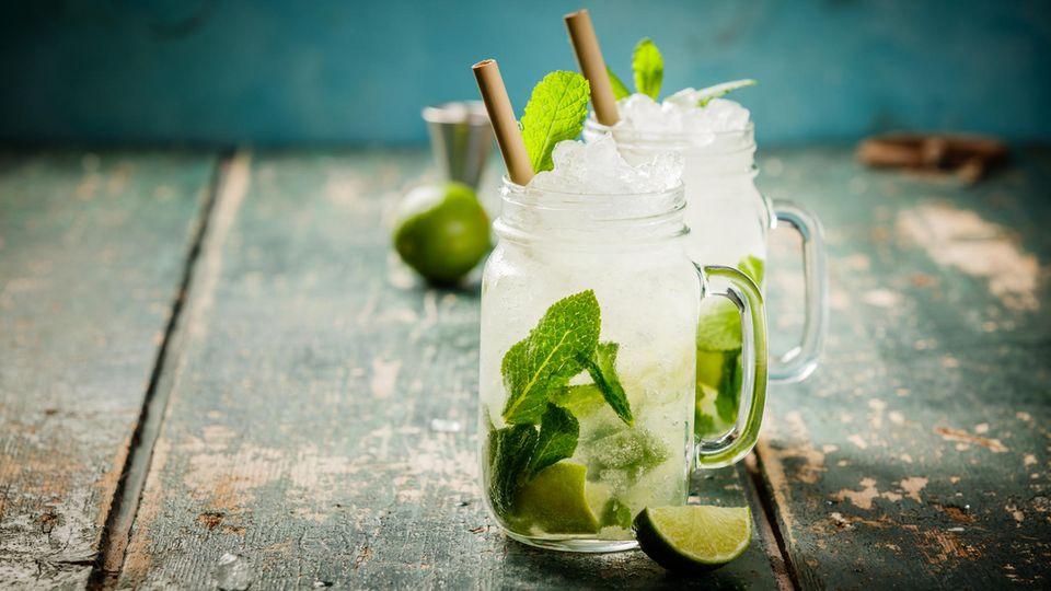 Platz 10: Mojito  Heller kubanischer Rum, Limettensaft, Minze, Rohrzucker und Sodawasser. Der Mojito zählt zu den bekanntesten Cocktails – und wird genauso häufig konsumiert.