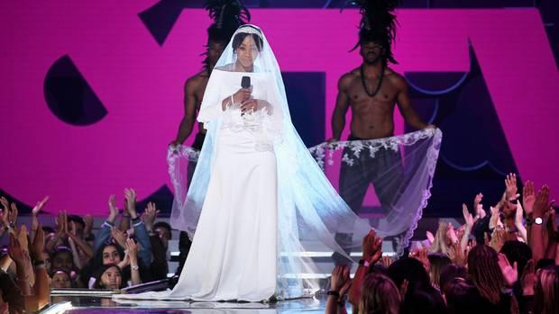 Tiffany Haddish im Hochzeits-Look von Meghan Markle