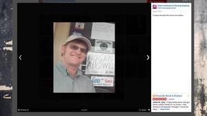 """Ladenbesitzer Jeff Amyx vor seinem """"No Gays Allowed""""-Schild"""