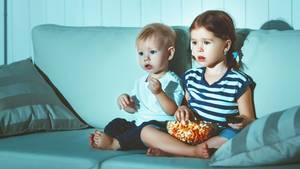 Kinder vor dem Fernseher