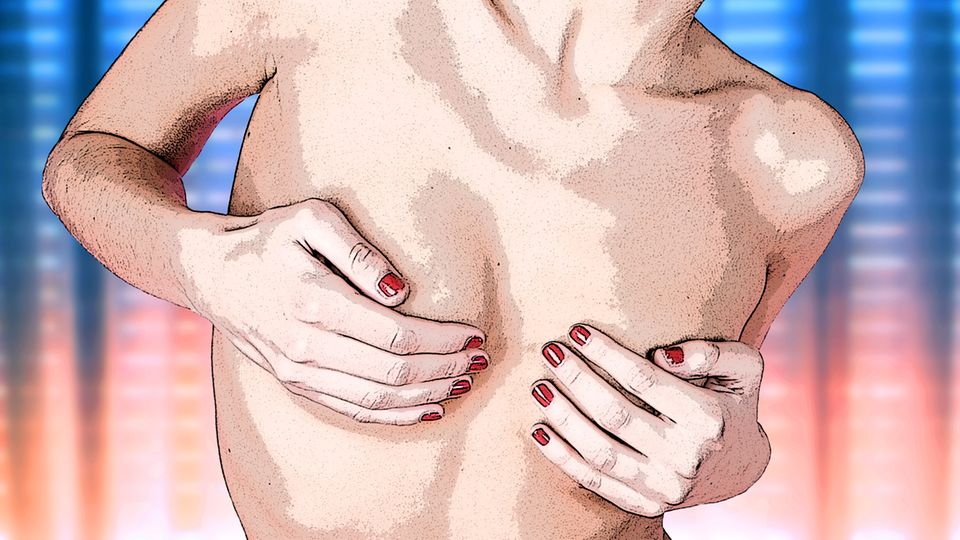 Frau hält ihre Hände vor ihre Brüste