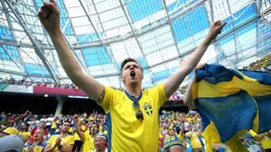 Jubelnde Schweden auf der Tribüne -