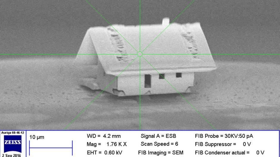 news wissenschaftler bauen kleinstes haus der welt. Black Bedroom Furniture Sets. Home Design Ideas