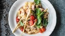 Fusilli mit Tomaten, Artischocken und Thunfisch – ob sie gelingen, hängt von der Technik ab