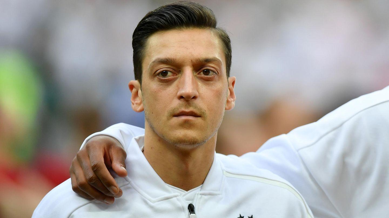 Mesut Özil während der Hymne