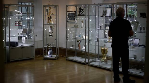 Die Trophäen und Erinnerungsstücke sind in einer Londoner Galerie ausgestellt