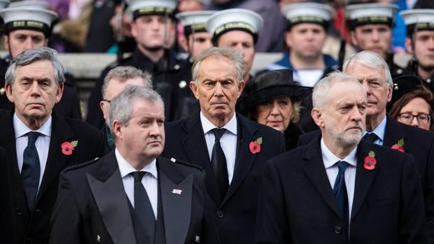 """Wenig hält Tony Blair vom aktuellen Labour-Chef Jeremy Corbyn (vorn r.); die Partei sei unter ihm auf einen """"Sozialismus der 60er Jahre zurückgefallen"""""""