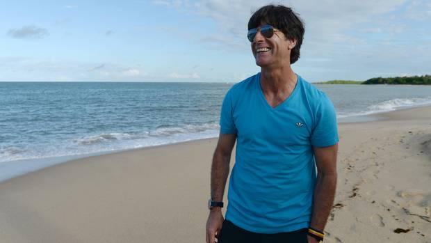 Joachim Löw am 24. Juni 2014 am Strand vonSanto Andre in Brasilien