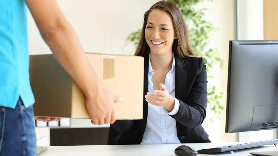 Ob private Pakete an den Arbeitsplatz okay sind, hängt vom Arbeitgeber ab