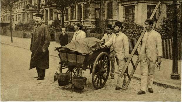 Eine Desinfektionskolonne in Hamburg 1892.