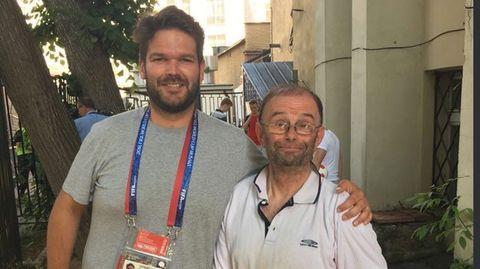 Fan Douglas Moreton und Journalist Dan Howells
