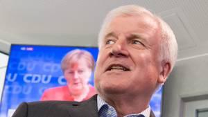 Bundesinnenminister Horst Seehofer (CSU) lässt Ausländer mit Einreiseverbot seit kurzem an der Grenze abweisen