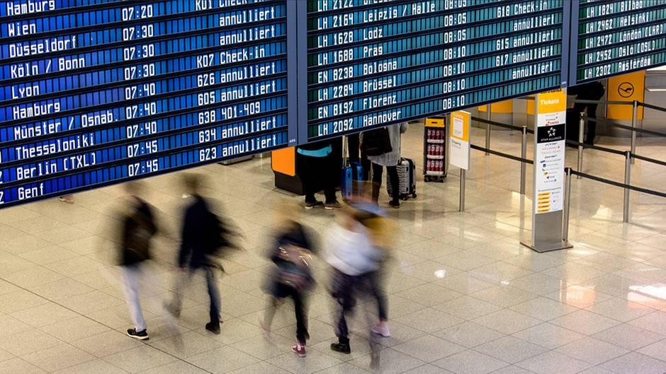 Zahlreiche Flugausfälle und -verspätungen, wie hier in München, sorgen derzeit bei Reisenden für Verunsicherung.