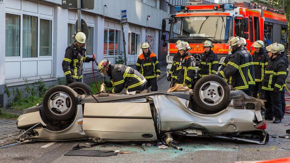 Hamburg: Auto stürzt aus Parkhaus - 88-jähriger Fahrer stirbt