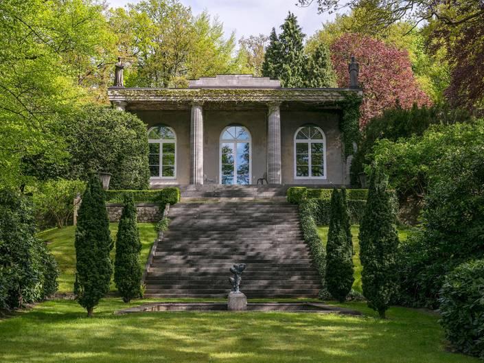 karl lagerfeld seine ehemalige villa in hamburg wird verkauft. Black Bedroom Furniture Sets. Home Design Ideas