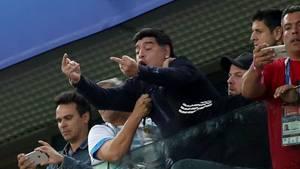 Diego Maradona feiert den Sieg Argentiniens gegen Nigeria auf seine Weise