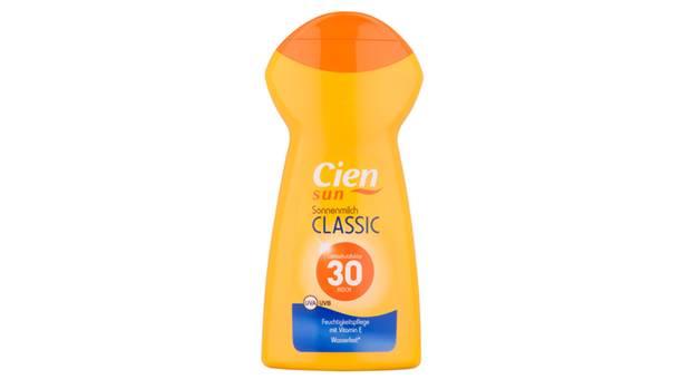 Testsieger: Cien Sun Sonnenmilch Classic von Lidl  LSF: 30  Preis pro Flasche: 2,95 Euro  Preis je 100 ml: 1,18 Euro  UV-Schutz: sehr gut (1,0)  Hautpflege: sehr gut (1,0)  Anwendung und Auftragen: sehr gut (1,4)    Qualitätsurteil gesamt: sehr gut (1,3)
