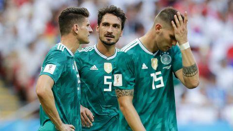 Drama in der Kasan-Arena. Mario Gomez(l.),Mats Hummels (M.) und Niklas Süle