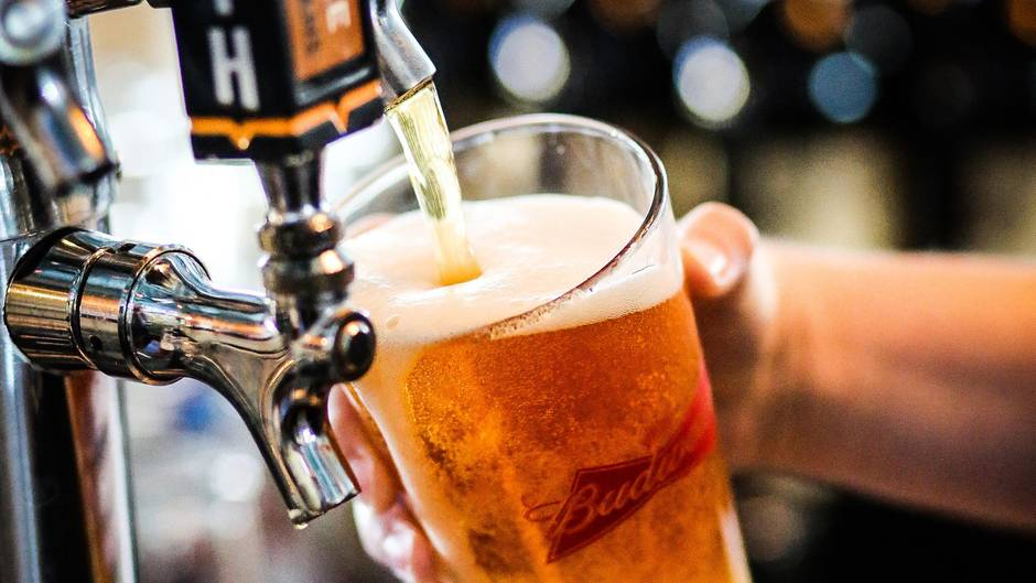 Bier wird gezapft