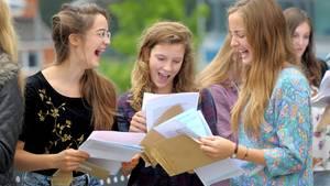 Am letzten Schultag wartete eine Schülerin aus Emden vergeblich auf ihr Zeugnis – die Klassenlehrerin verweigerte ihr die Übergabe (Symbolbild)