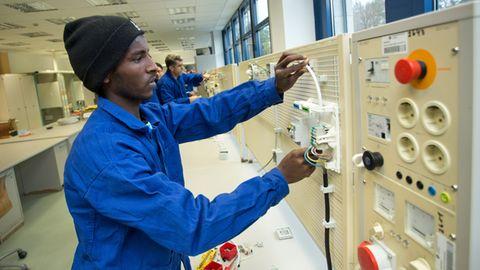 Flüchtling aus Eritrea bei einer Bildungsmaßnahme der Handwerkskammer