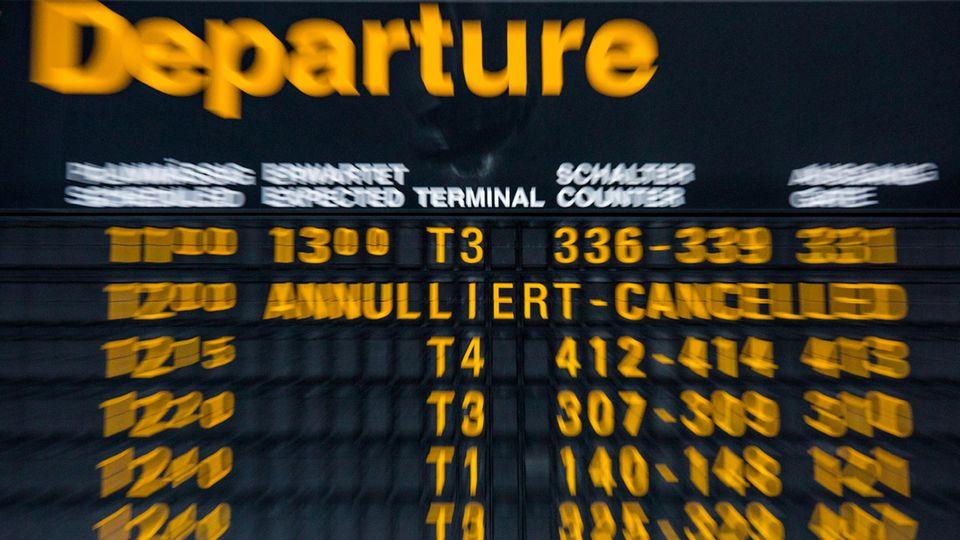 Anzeigetafel für Abflüge am Flughafen in Stuttgart
