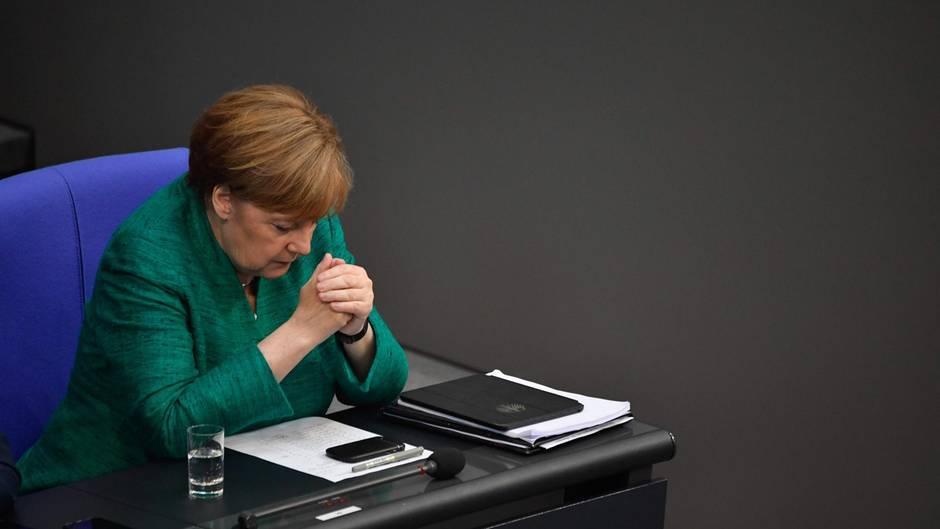Unter Druck: Bundeskanzlerin Angela Merkel