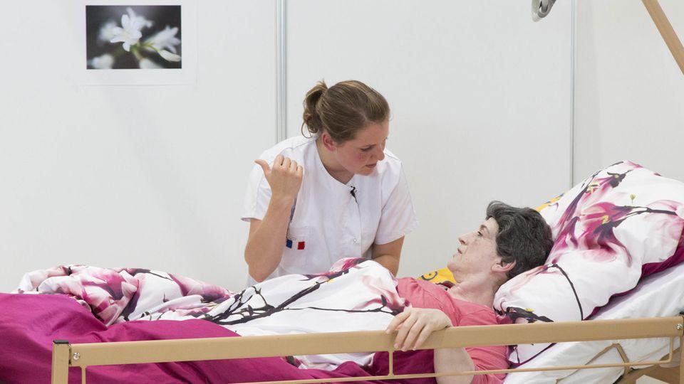 Pflege: Was verdienen Pfleger und Pflegerinnen?