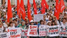In mehreren Städten Russlands haben Bürger gegen die Erhöhung des Rentenalters demonstriert.
